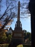 Obelisco del 2 de mayo de 1808 vista desde el Palacio de la Bolsa